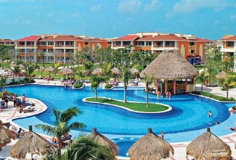 Pohľad na areál hotela Luxury Bahia Principe Akumal