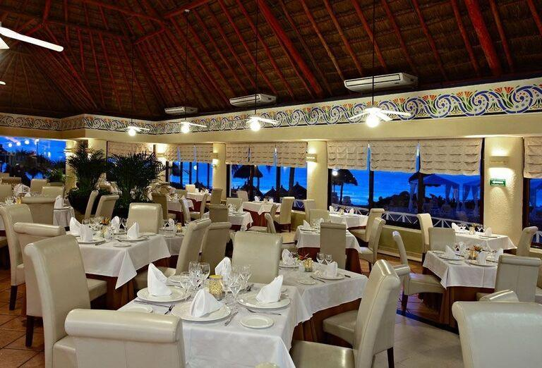 Reštaurácia v hoteli Luxury Bahia Principe Akumal