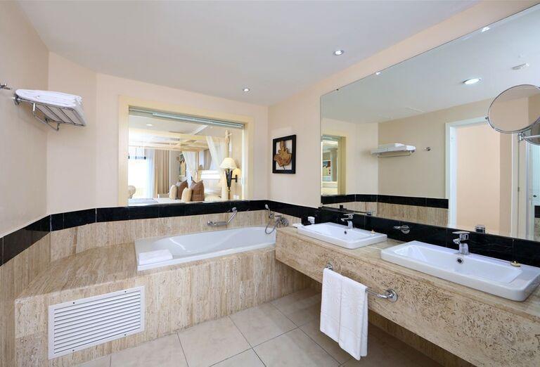 Kúpeľňa na izbe hotela Luxury Bahia Principe Akumal