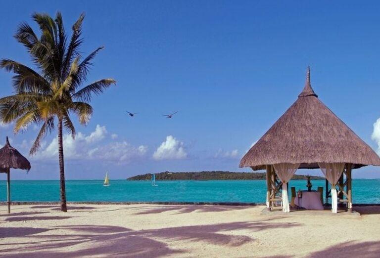 Hotel Preskil Island Resort - altánok na pláži