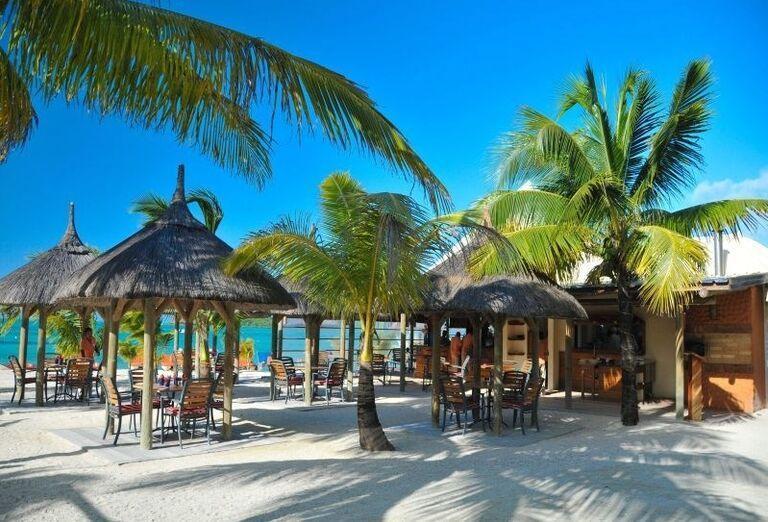 Hotel Preskil Island Resort - altánky na pláži