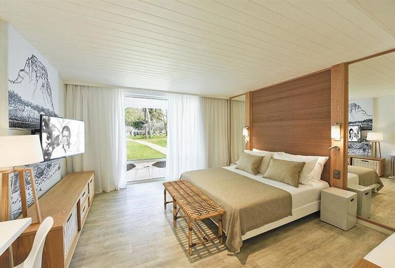 Izba s výhľadom do záhrady hotela Canonnier Beachcomber Golf Resort & Spa