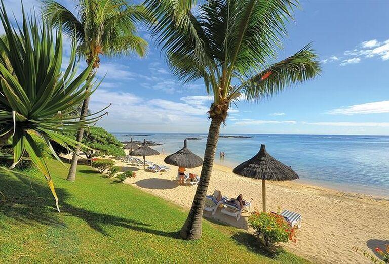 Pláž pred hotelom Canonnier Beachcomber Golf Resort & Spa