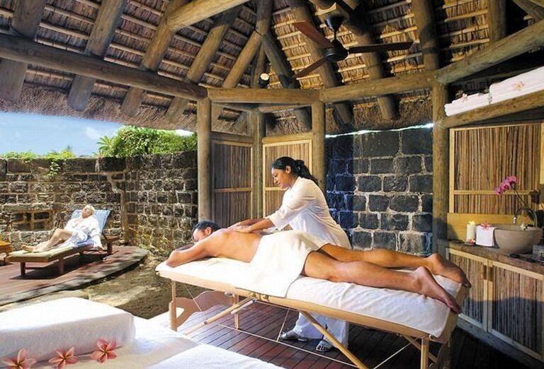 Oddych pri masérskych službách v hoteli Canonnier Beachcomber Golf Resort & Spa