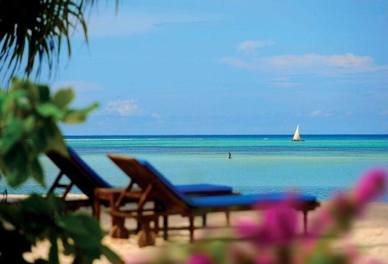 Lehátka pri pláži hotela Neptune Pwani Beach Resort & Spa