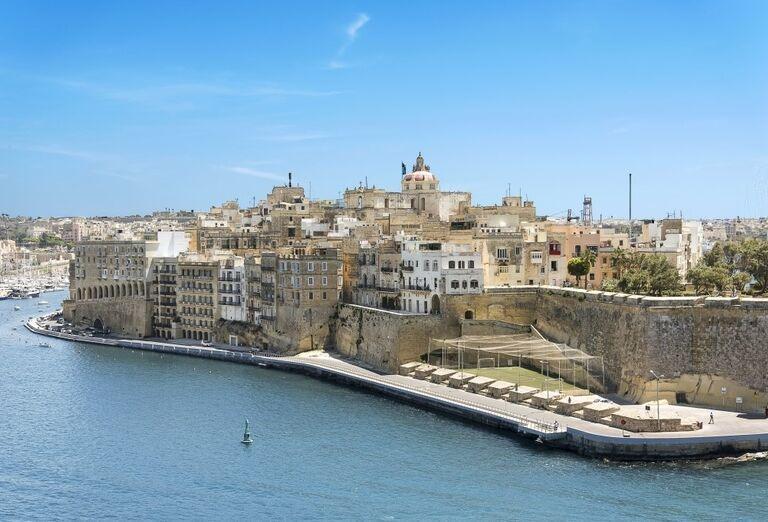 Výletná Loď MSC Grandiosa - Západné Stredomorie - mesto pri mori