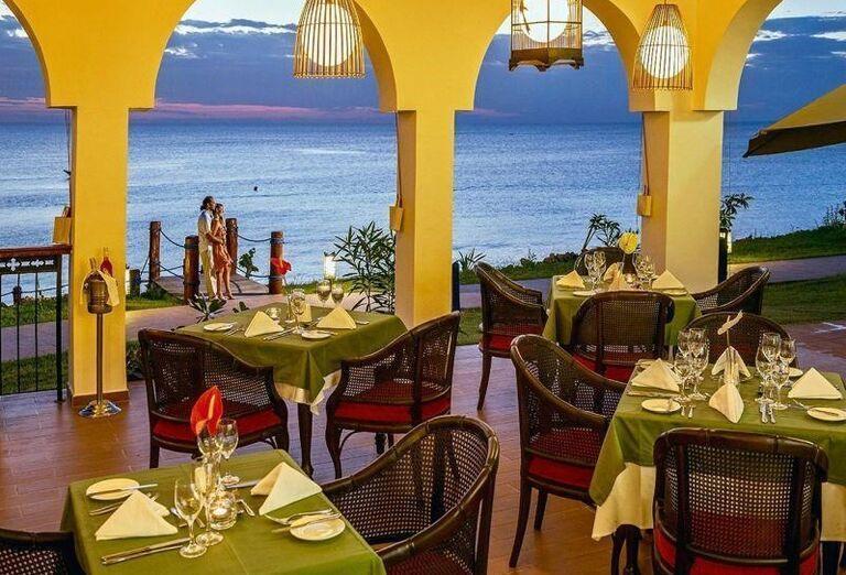 Terasa v hoteli RIU Palace Zanzibar