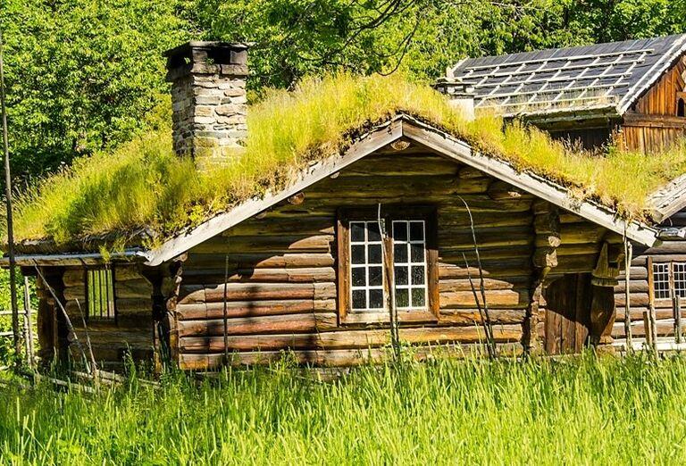 Chata s trávnikom na streche