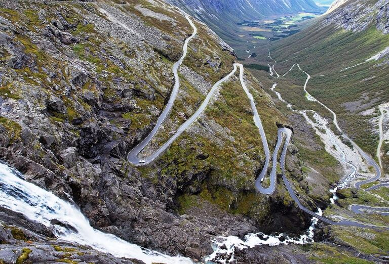 Kľukatá cesta v Nórsku
