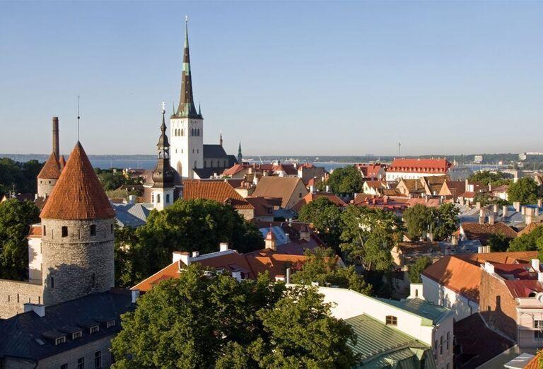 hradné návršie Toompea (hrad je sídlom estónskeho parlamentu, Katedrála sv. Márie, pravoslávna katedrála Alexandra Nevského, záhrada dánskeho kráľa