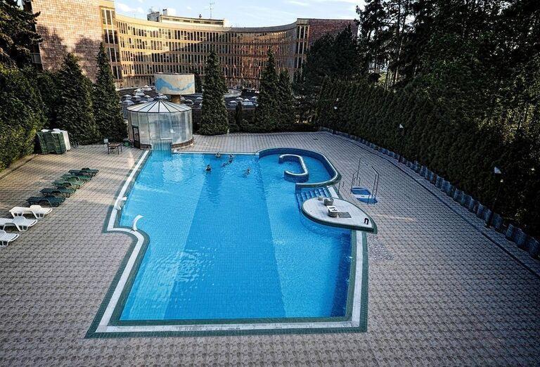 Liečebný Dom Bôrina (Baník)- bazén v areáli
