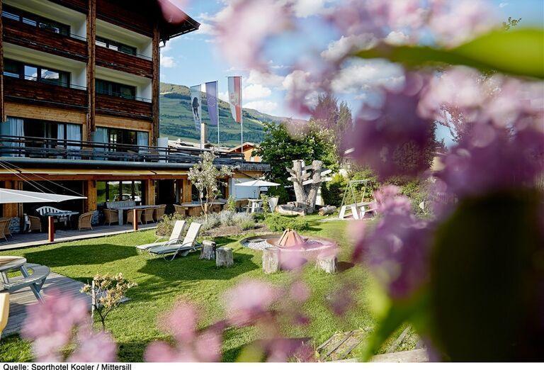 Záhrada pred hotelom,  Sporthotel Kogler, Mittersill