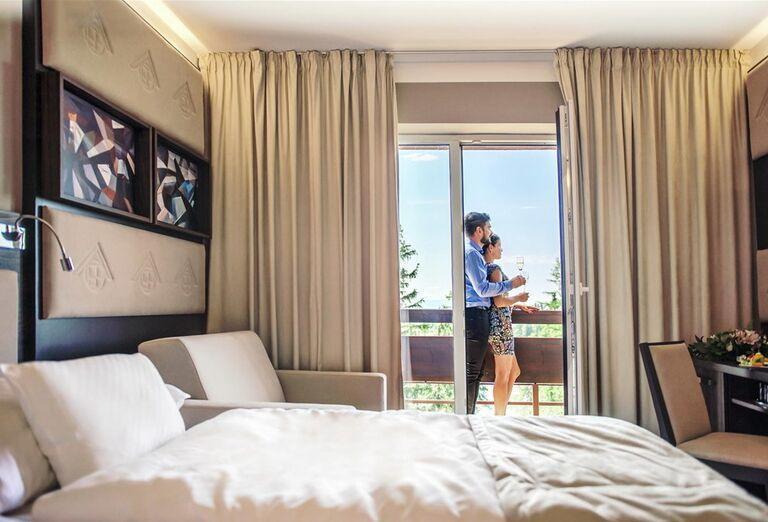 Párik na izbe hotela Patria