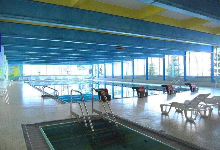 Hotel Solaria - hotelový bazén a lehátka