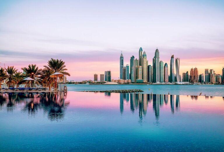 Bazén v hoteli Dukes Dubai