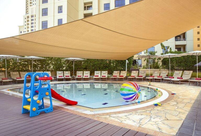 Detský bazén v areáli hotela Amwaj Rotana Jumeirah Beach Residence