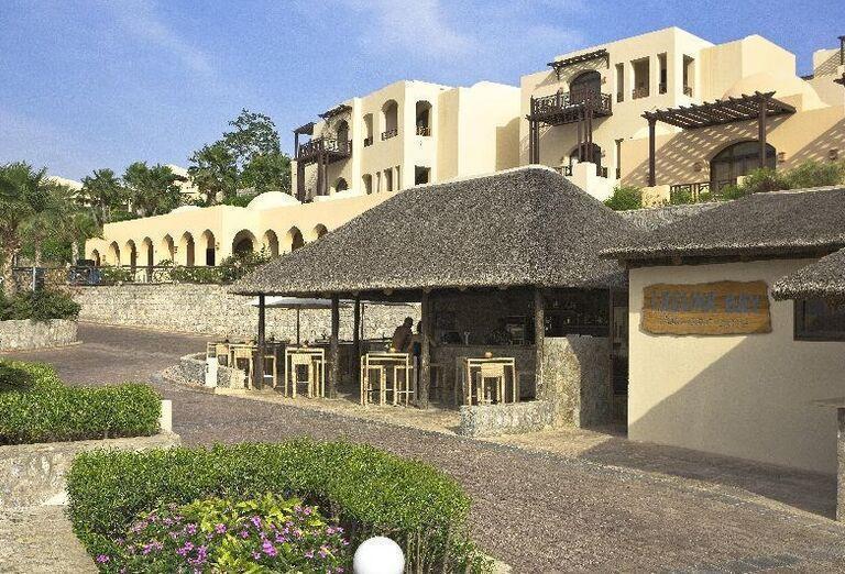 Vchod do hotela The Cove Rotana Resort