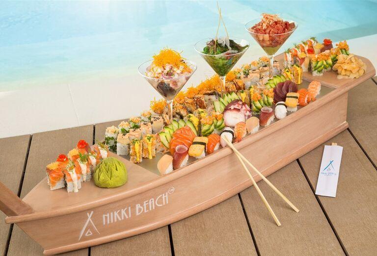 Občerstvenie  v hoteli Nikki Beach Resort and Spa Dubai