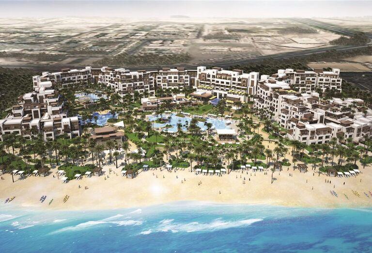 Pohľad na areál hotela Madinat Jumeirah Al Naseem, pláž a more