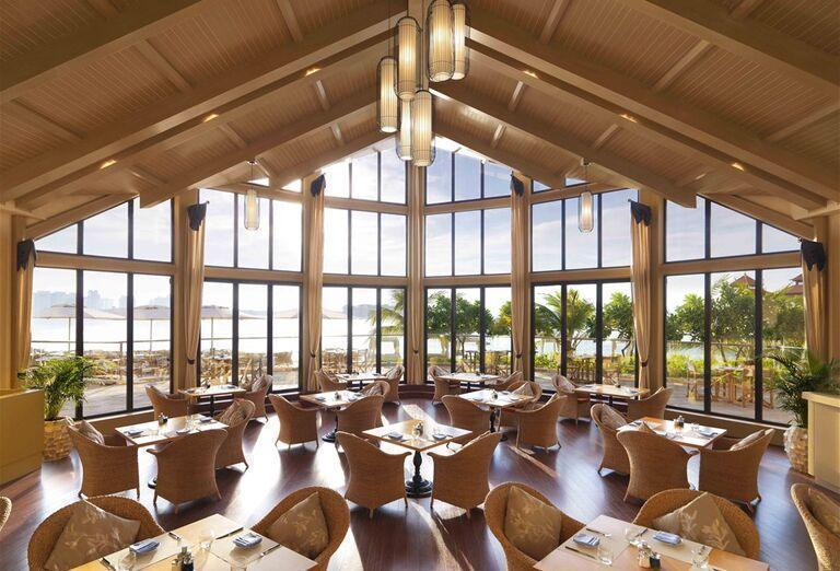 Vnútorná reštaurácia v hoteli Anantara The Palm Dubai Resort