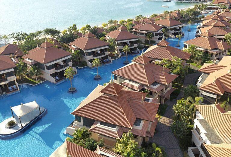 Pohľad na domčeky hotela Anantara The Palm Dubai Resort