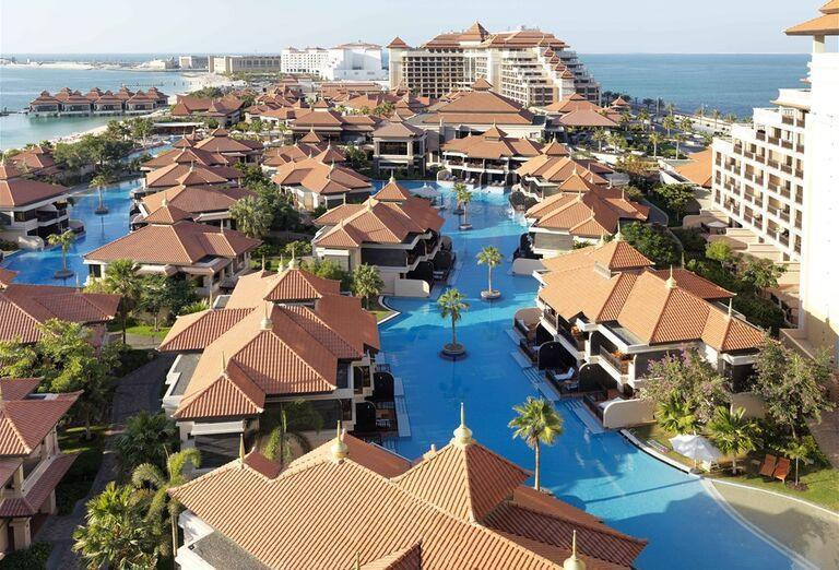 Areál hotela Anantara The Palm Dubai Resort
