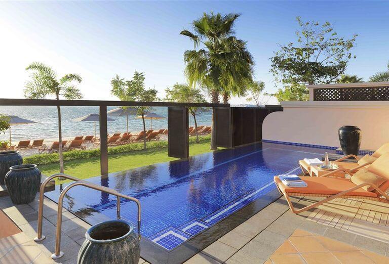 Súkromný bazén s výhľadom na more v hoteli Anantara The Palm Dubai Resort