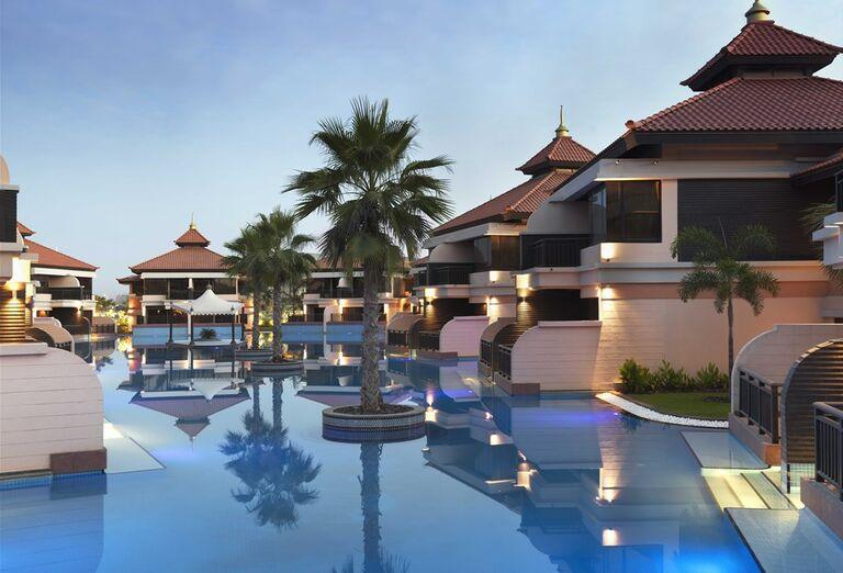 Bazén a hotel Anantara The Palm Dubai Resort