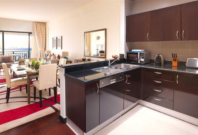 Kuchynský a jedálenský kút v hoteli Anantara The Palm Dubai Resort