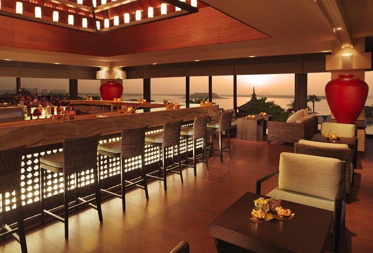 Lobby bar v hoteli Anantara The Palm Dubai Resort