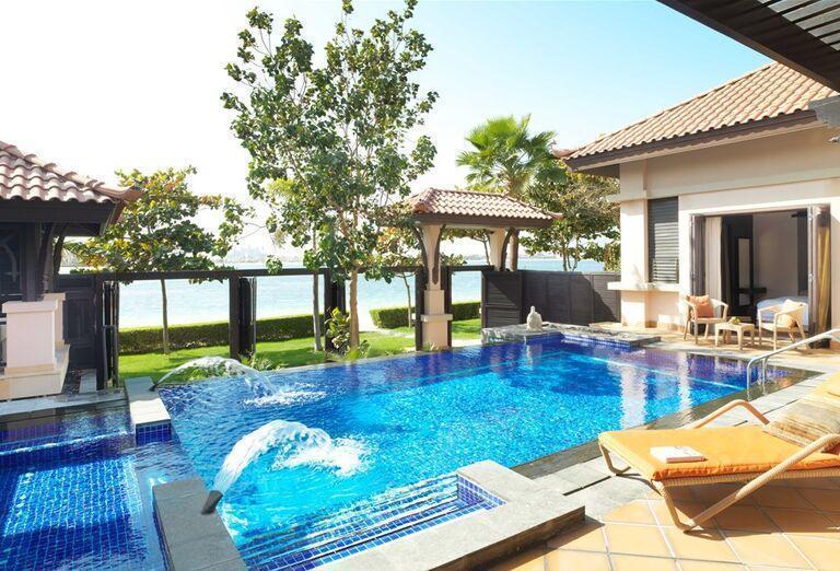 Bazén v hoteli Anantara The Palm Dubai Resort