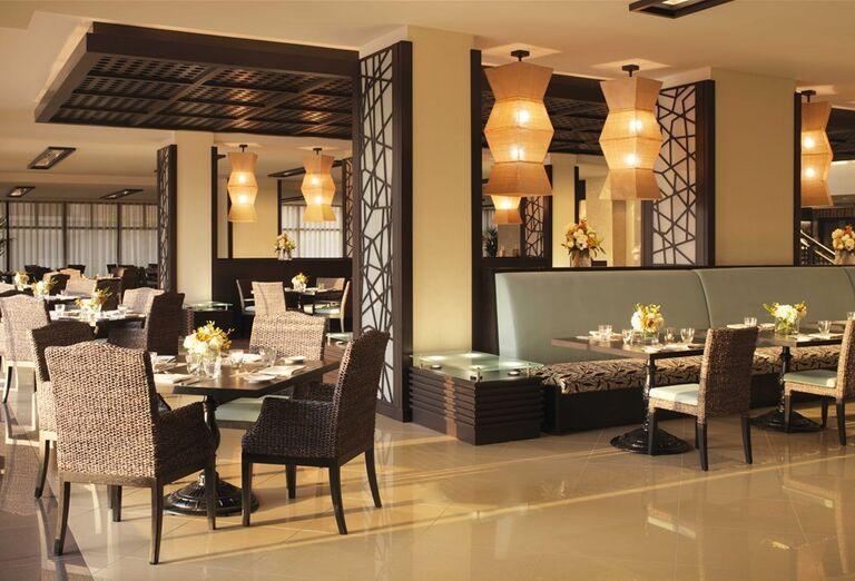 Posedenie v hoteli Anantara The Palm Dubai Resort