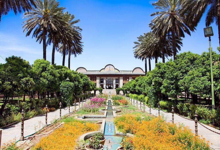 Irán - kráľovské mestá Perzie- záhrada