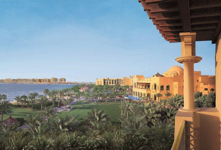 Výhľad na okolie hotela The Palace at One & Only Royal Mirage