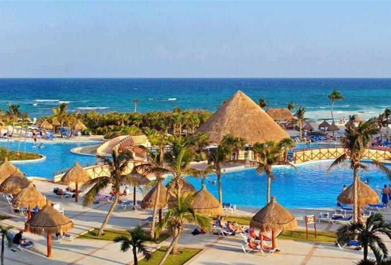 Hotel Grand Bahia Principe Tulum - Pohľad na bazén a more