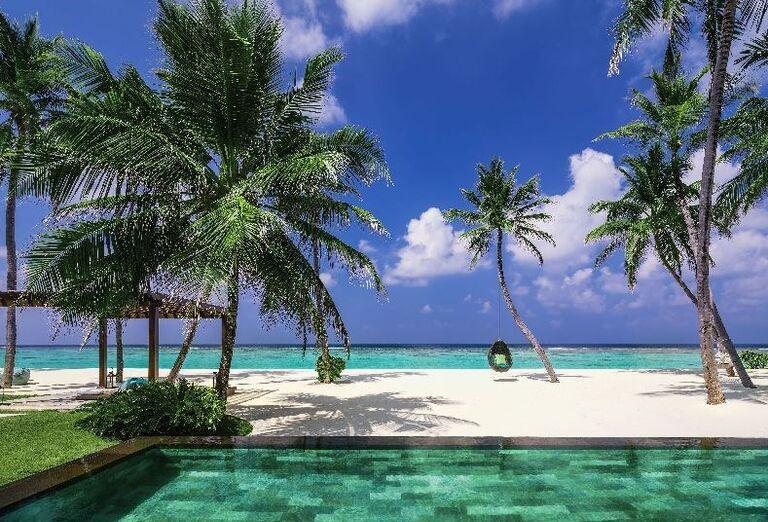 Hotelový Resort One & Only Reethi Rah - hotelový bazén s výhľadom