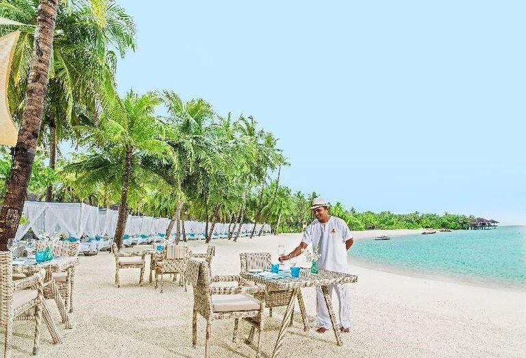 Posedenie na pláži rezortu One & Only Reethi Rah