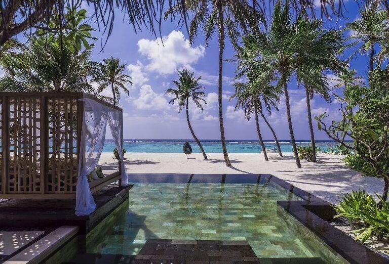 Bazén s výhľadom na more v rezorte One & Only Reethi Rah