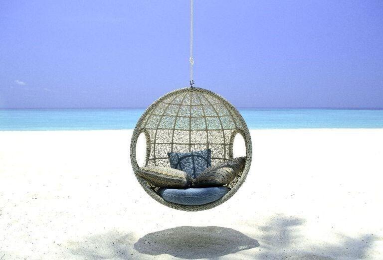 Posedenie na pláži v rezorte One & Only Reethi Rah