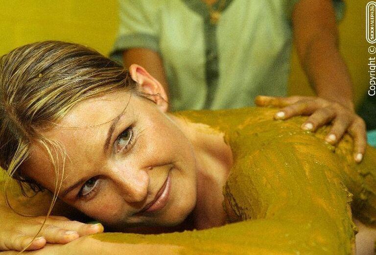 Žena na netradičnej masáži