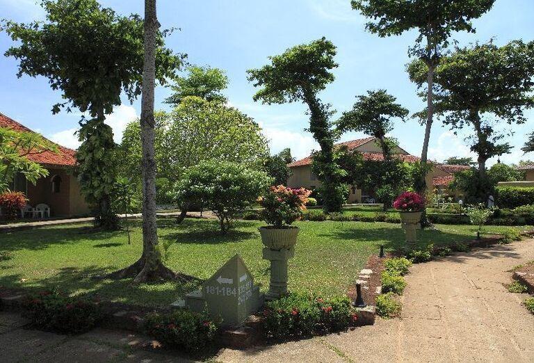 Záhrada hotela Club Palm Bay