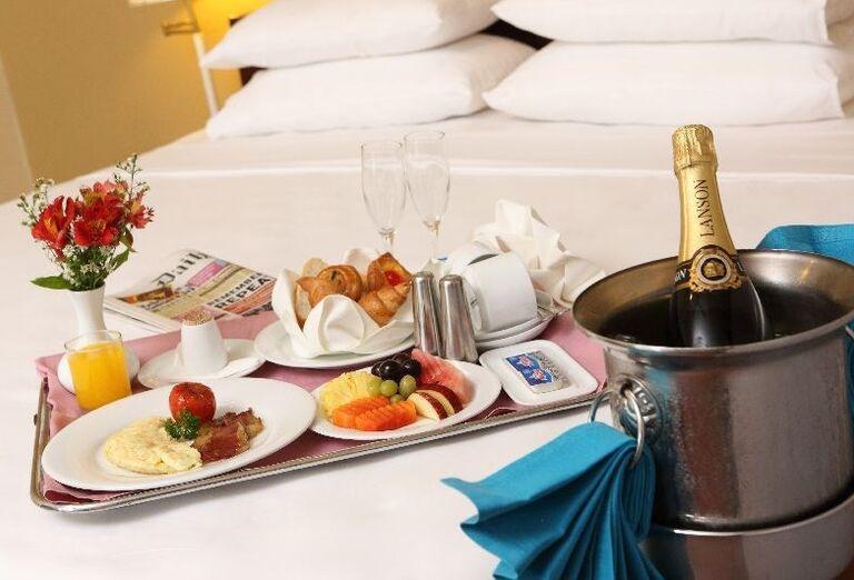 Občerstvenie so šampusom v hoteli Club Palm Bay