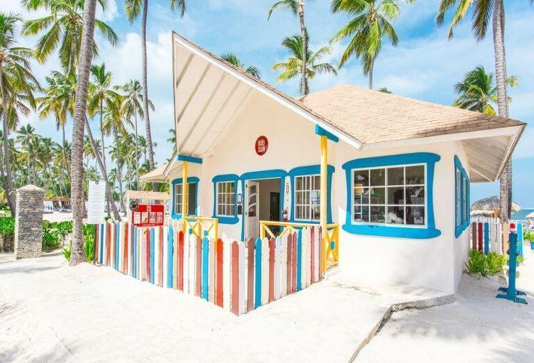 Bar na pláži pri hoteli Be Live Collection Punta Cana