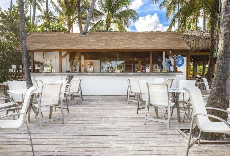 Posedenie pri bare v hoteli Be Live Collection Punta Cana