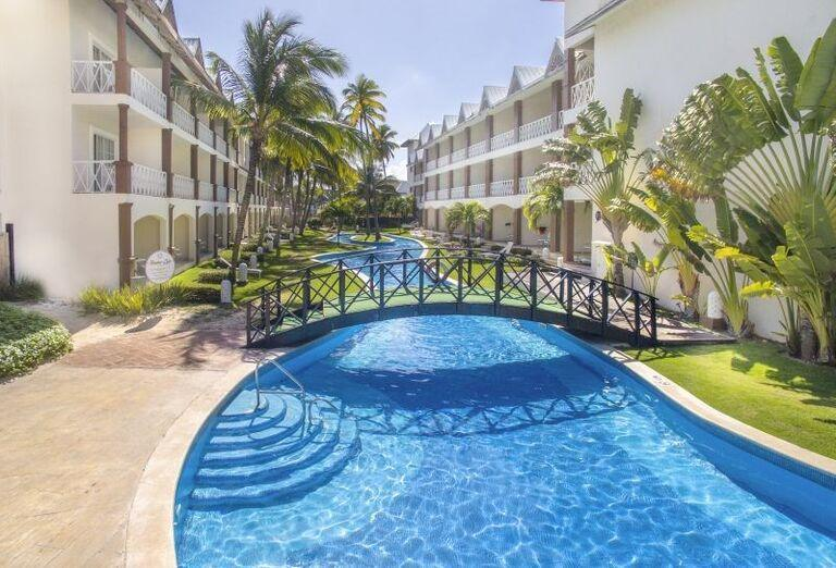 Most nad bazénom v hoteli Be Live Collection Punta Cana