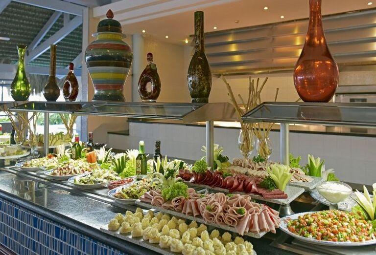 Švédske stoly v hoteli Iberostar Bavaro Suites