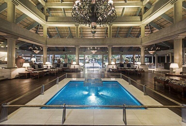 Vnútorný bazén v hoteli Iberostar Bavaro Suites