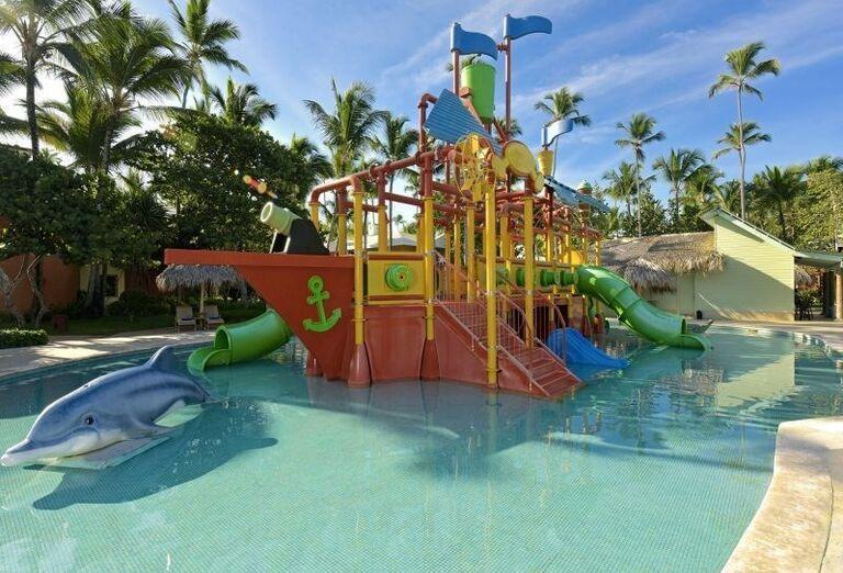 Detský bazén s pirátskou loďou v hoteli Iberostar Bavaro Suites