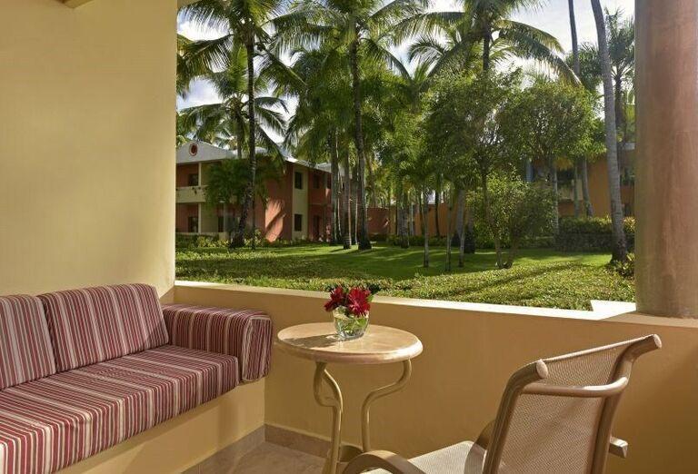 Posedenie s výhľad na záhradu hotela Iberostar Bavaro Suites