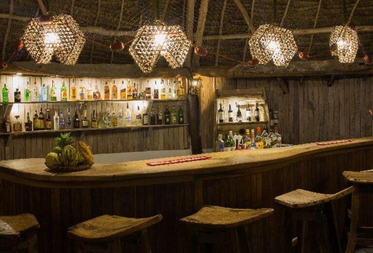 Lobby bar v hoteli Doubletree by Hilton Resort Nungwi